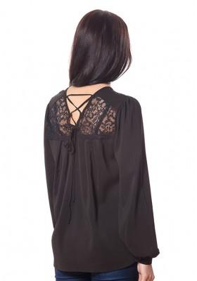 Блузка с кружевом и модными рукавами